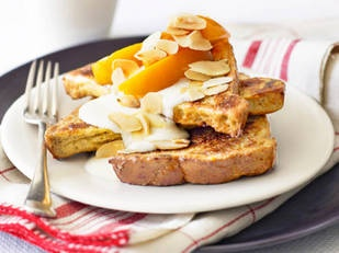 Oven-baked French toast with peaches A yummy breakfast choice with raisin bread and peach slices.