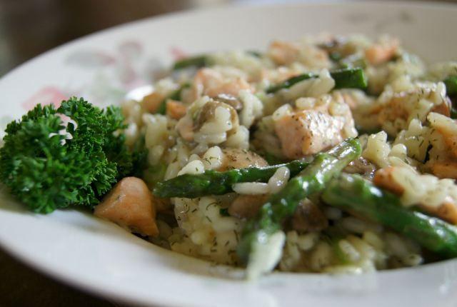 Risotto met asperge, champignon, zalm en lente ui