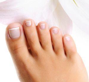 Theres a Fungus Among-Us!  #DIY toenail fungus remedies! www.nobullbeauty.