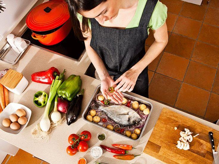 Tiga Siku - Berbicara tentang dunia dapur memang tak akan habisnya. Kreativitas membuat masakan yummy memang merupakan tantangan tersendiri, namun tidak semua orang menyadari 15 rahasia yang akan diulas berikut ini.