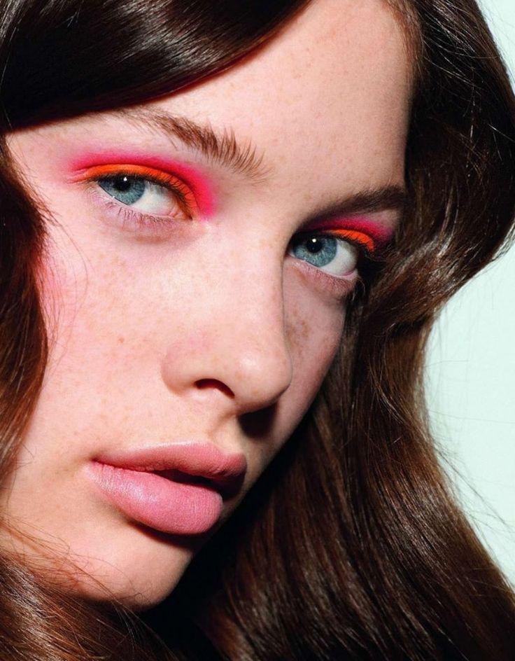 LookHair Beautiful, Eye Makeup, Bright Pink, France January, Makeup Ideas, Glamour France, Neon Eyeshadow, Pink Eyeshadow, Sandrah Hellberg