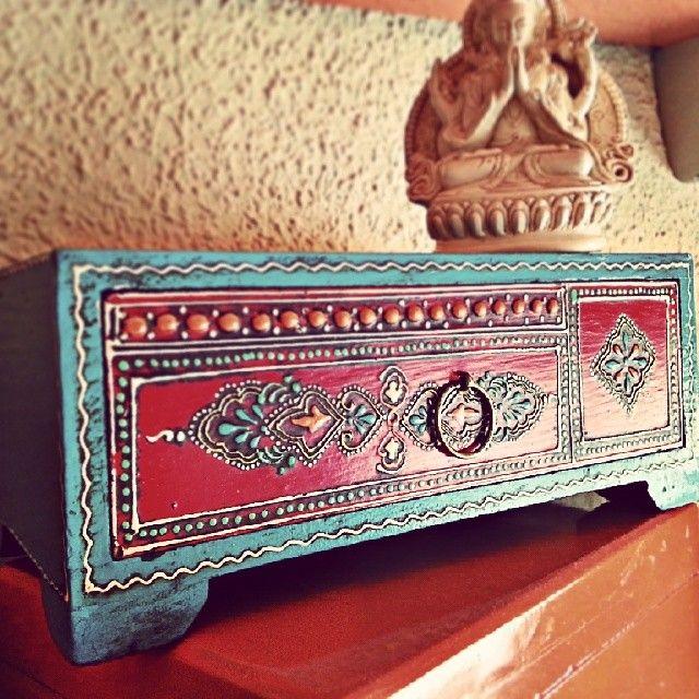 Cajita de madera y diosa de la compasión  http://instagram.com/californisima