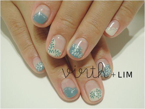 LIM - blue white nails