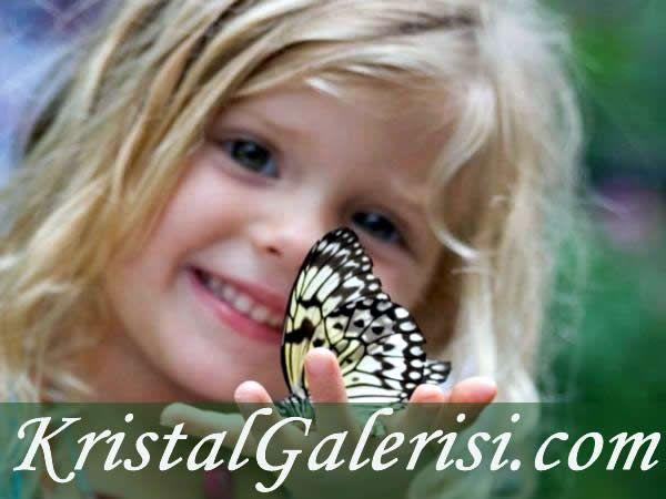 #Aşk #kelebek gibidir #çocuk ,  Anlamayana ömrü #günlük,  Anlayana bir #ömürlük...  #NazımHikmet #şair #şiir  #güzelsözler  #anlamlisözler