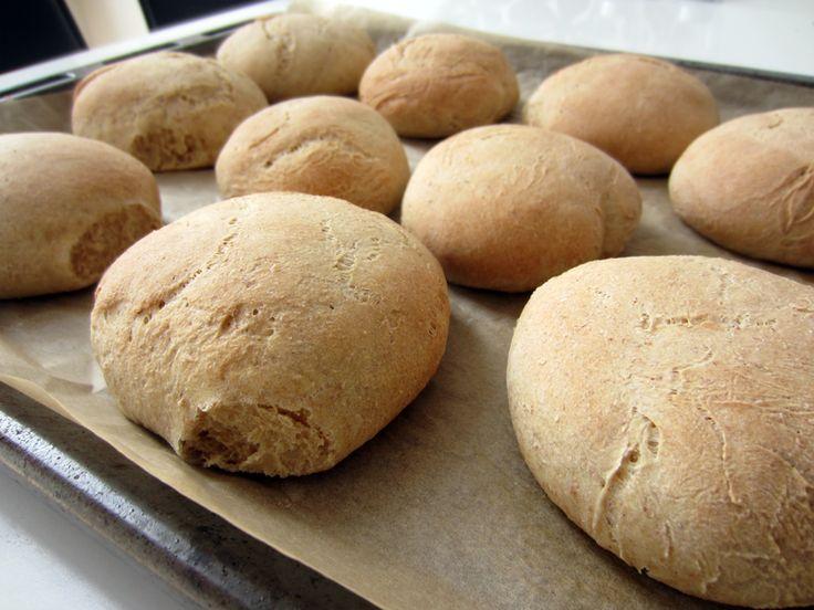 Lækre og luftige italienske grovboller. Fuld af smag og passer til fødselsdagsbordet med smør/syltetøj, frokosten med pålæg eller som sandwich ❤
