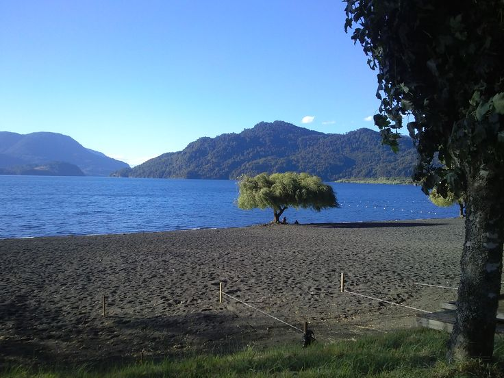 Playa Choshuenco, Lago Panguipulli, Chile.