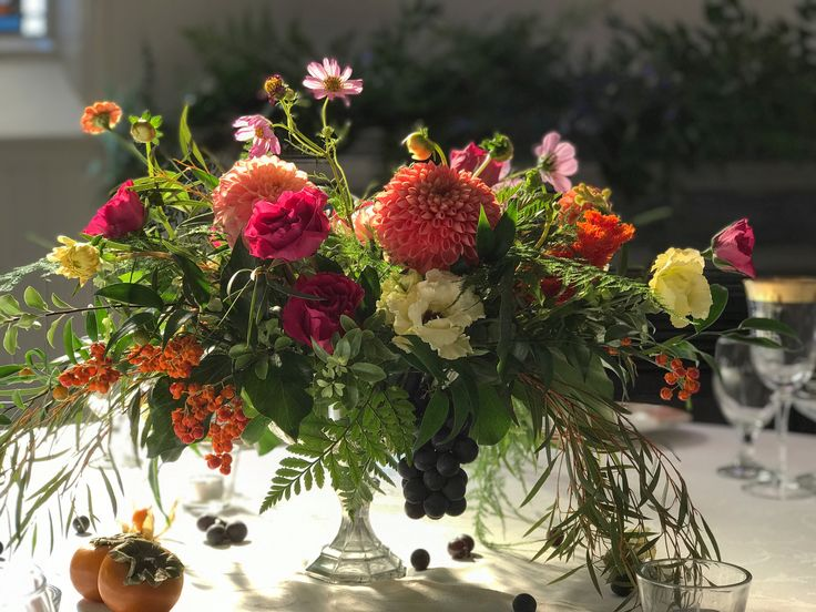 Local grown blooms and some amazing sunlight for this juicy end of September wedding! Celebrate the glorious colours that is fall!!! #wedding #centerpiece #fall #grapes #dahlia #colourfulwedding #floraldesign #floral