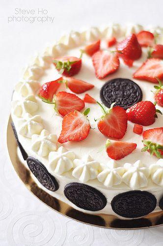 Oreo Strawberry Cake