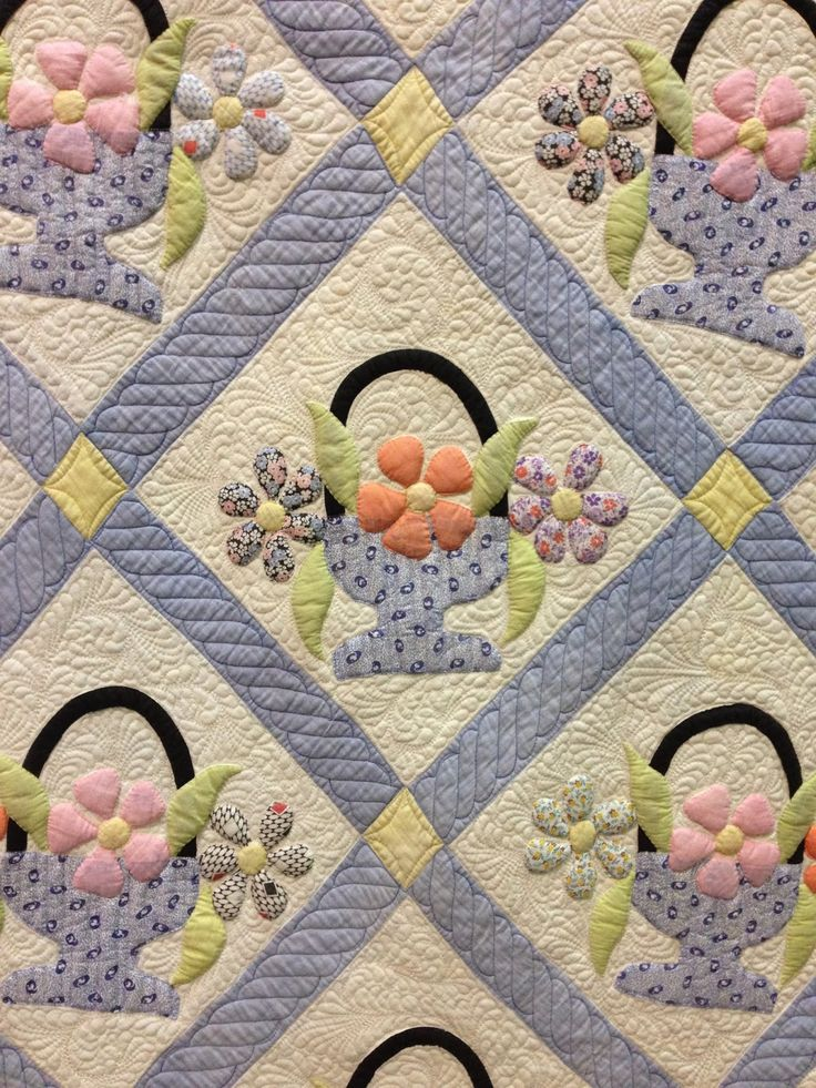 Vintage basket quilt at the 2014 World Quilt Show at West Palm Beach, FL. Longarm quilted. Photo by Blooming In Chintz xxx