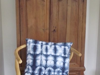 Linen cushion in blue