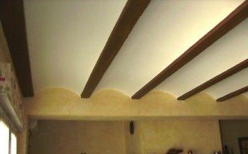Techos de escayola con bóveda y vigas