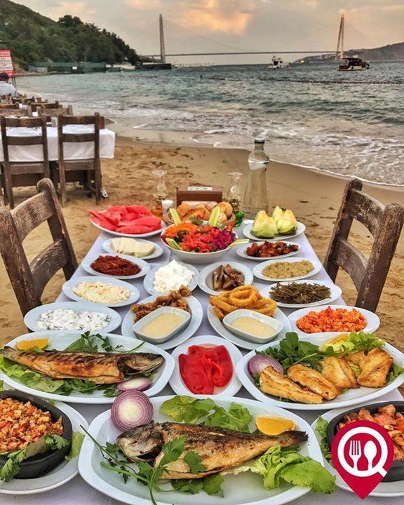 """Balık & Meze & Ara Sıcak Çeşitleri - Balıkçı İlyas Usta / İstanbul ( Rumelikavağı) Çalışma Saatleri 09:00 - 03:00 0 212 242 47 47 25/ Çupra ( Porsiyon ) 25/ Mezgit ( Porsiyon ) 25/ Levrek ( Porsiyon ) 25/ Ara Sıcak Çeşitleri 15/ Balık Meze Çeşitleri 10/ Meze Çeşitleri 8/ Salata Kişi Başı 120/ Kişi Başı Alkollü Fix Menü 90/ Kişi Başı Alkolsüz Fix Menü Alkollü Mekan Paket Servis Yok Multinet Setcard Ticket Sodexo Yok Açık Alan Var Otopark Vale Parking Var DAHA FAZLASI İÇİN YOUTUBE """"YEMEK…"""