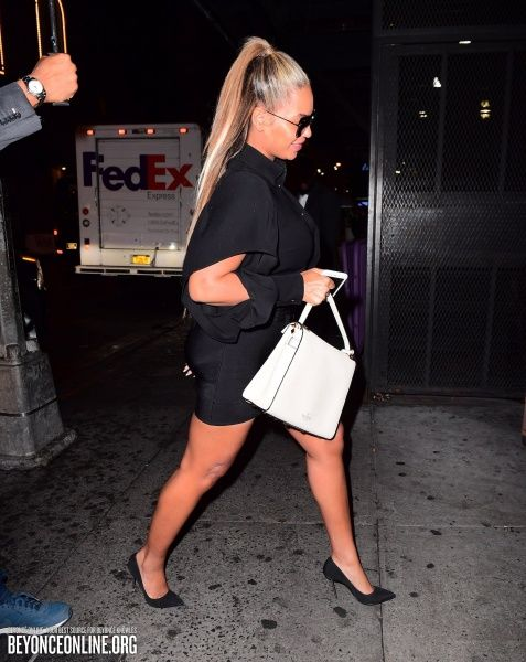 New Amsterdam Theatre in New York (September 19) - Beyoncé Online Photo Gallery
