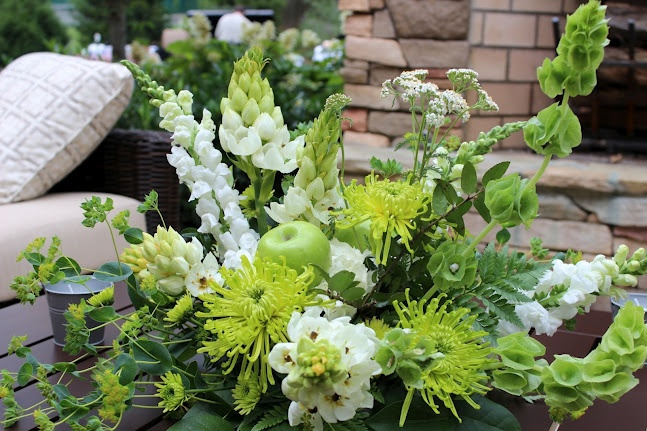 #weddingflowers #weddings www.lavenderhillflorals.com  Green and white flowers. Centerpiece. Gardeny