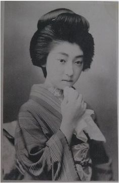 """Yoha (照葉) [Real name: Chiso Takaoka]; 1896-1995 First up is Yoha, whose geisha name means """"beautiful, shining autumn leaves."""" She was one of the most well-known and admired geisha in the Shinbashi district of Tokyo from the late Meiji era through the early Taisho era.read more on http://en.rocketnews24.com"""