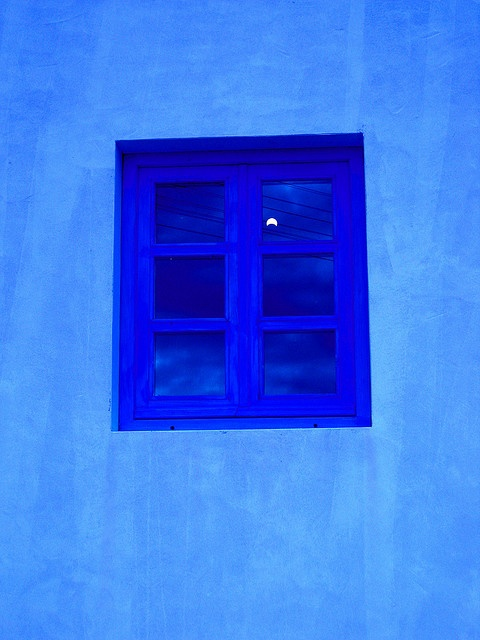 i have a blue house with a blue windooow.  blue is the color of all that i wearrr.