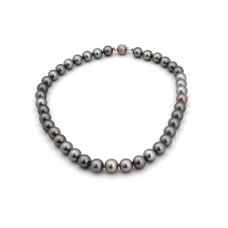 TAHITIAN PEARL NECKLACE | This stunning necklace is made using 40 A grade pearls.
