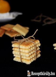 Citromos kekszHozzávalók:15 dkg búzaliszt 5 dkg kukoricaliszt 10 dkg vaj 8 dkg porcukor 1/2 tk vaníliaaroma 1 citrom reszelt héja és leve 1 ek tejföl csipet sóElkészítési idő: 45 perc Fogyókúrás: nemKöl