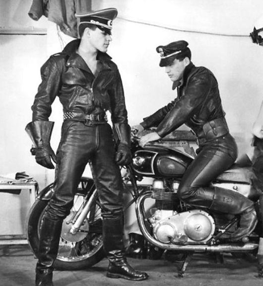 Fotos gay de cuero vintage