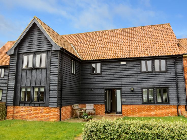 MEADOW VIEW, Aldeburgh - Rural location 2.0 miles from Aldeburgh beach, restaurants & shops.Perfect for nature lovers