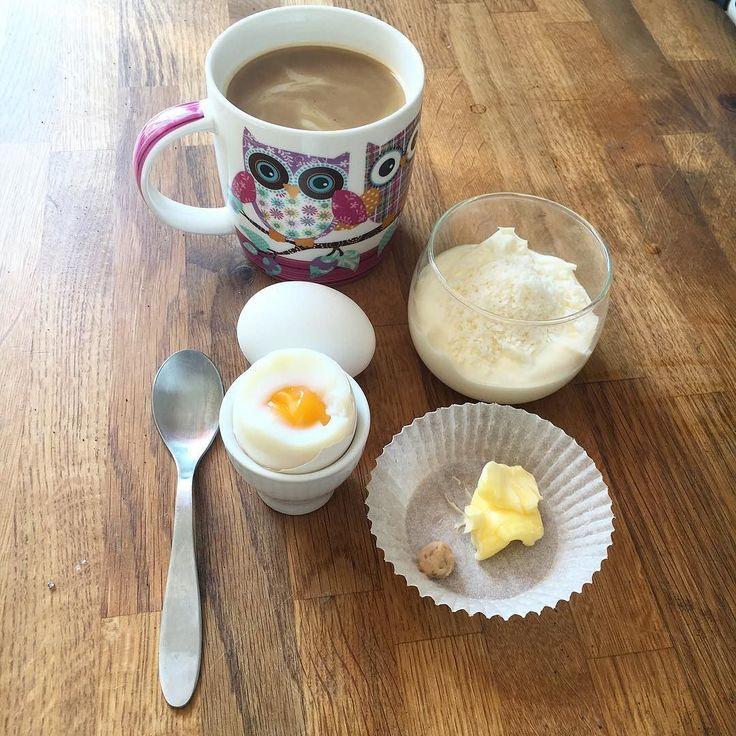Goood morgon  Tomatplantor har blivit omplanterade och lägenhet har blivit sanerad efter planteringsinfernot. Nu frukost!  Rysk yoghurt med kokos och ägg med smör och lite kaviar. Kaffe till i vanlig ordning! #lchf #lågkolhydratkost #lågkolhydratskost #lågkolhydratmat #lågkolhydrat #lowcarb #lowcarbhighfat #lchfkost #lchfmat #lchffrukost by msspynx
