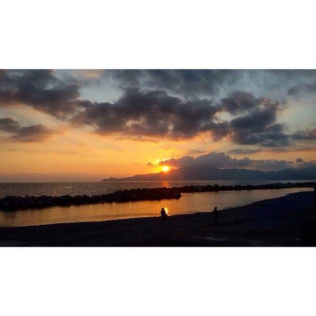 """""""Per i cieli dipinti con i pennarelli scarichi e altri cieli coperti dai copertoni bruciati e dai tuoi sbattimenti."""" #lelucidellacentraleelettrica#lldce#lamoreaitempideilicenziamentideimetalmeccanici#vascobrondi#cìavai#indiependente#instamood#chiavari#igersliguria#latergrams#igersitaly#igersitalia#sunset#tramonto#sunsetlovers#picoftheday#photooftheday#sky#daje#skyporn#seaside#seascape#landscape#postcard#vsco#vscocam#nature#daicazzo by michellebruno"""