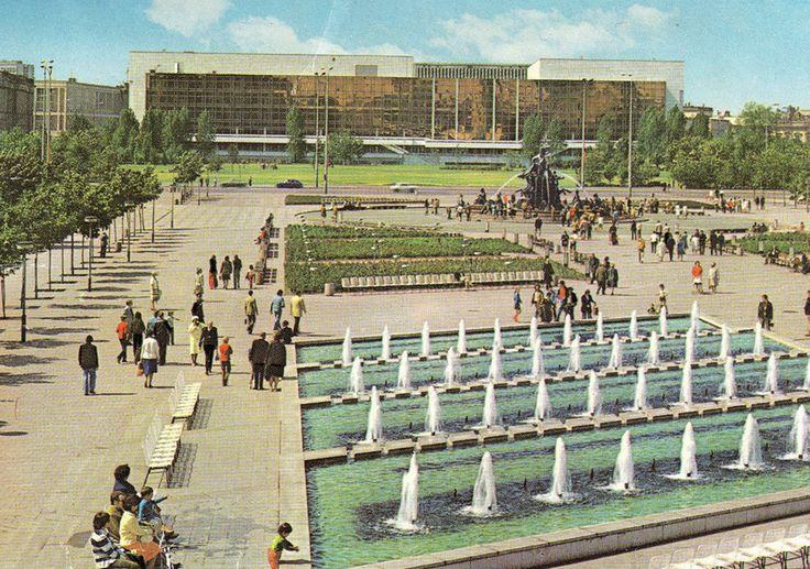 Neptunbrunnen, Marx-Engels-Forum und der Palast der Republik
