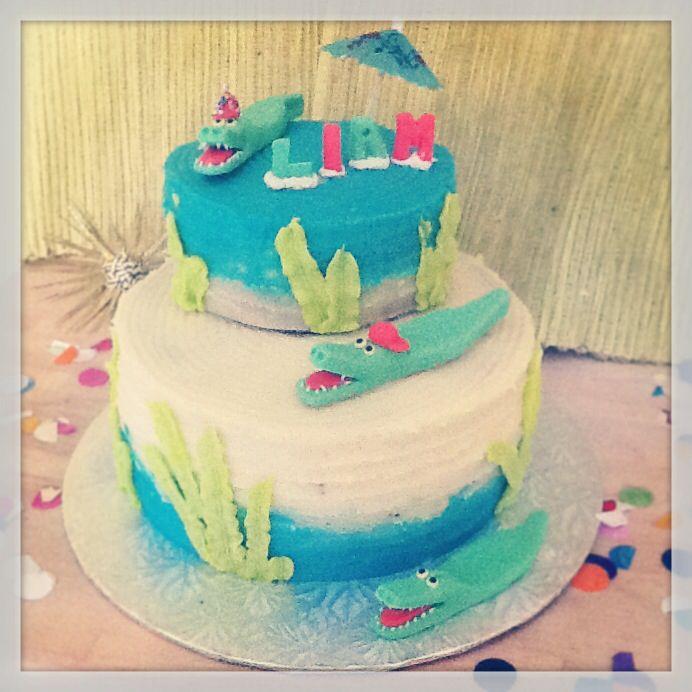 Baby shower crocos cake