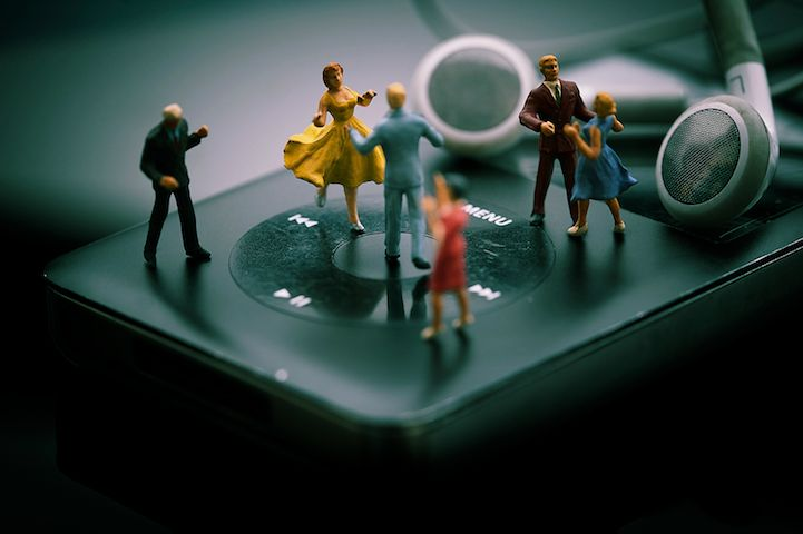 In his Little People series, French photographer Jean-Joseph Renucci joins the ranks of Slinkachu and Christopher Boffoli in creating fantastic, tiny, whimsical worlds. Like all great miniature artists, Renucci uses props from everyday life and places little people into the creative settings. He then photographs the scenes up close to give the optical illusion of …