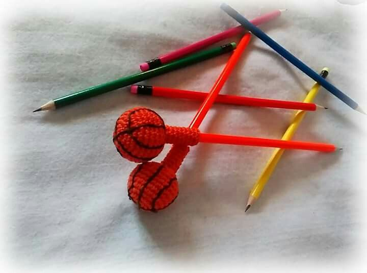 crochet decoration for pencils by Plektologio https://www.facebook.com/plektologio/?ref=bookmarks