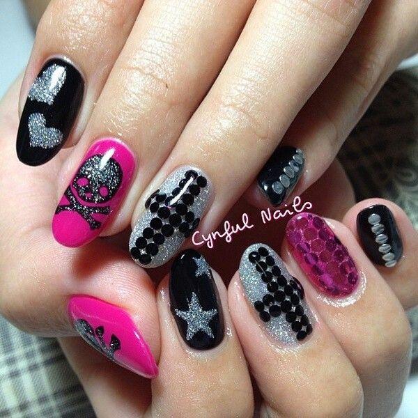 Skull & Star Nails