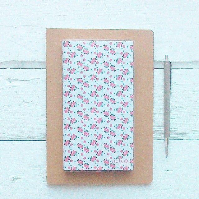 Cadernos e caderninhos, adoro! Gosto muito da minha agenda mas às vezes dá jeito ter estes mais pequenos para escrever pensamentos soltos e rascunhos para o blog. #cadernos #cadernospersonalizados #cadernoscomflores #notebook #flowernotebooks