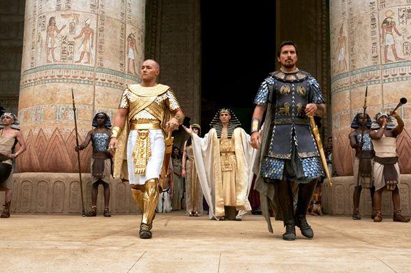 엑소더스 신들과 왕들 (Exodus: Gods and Kings) 람세스(Ramesses)와 모세스(Moses)의 대결은 아루스(Arus)와 엔키(Enki)의 대결 휴먼갓(Humangod)과 데미갓(Demigod)의 대결이다.  이 영화의 줄거리는 이미 다들 알고 있는 성서의 이야기다. 이집트(Egypt)에서 노예로 핍박 받던 히브리인(Hebrew) 들을 모세스(Moses)라는 특출한 지도자가 나타나면서 이들을 약속의 땅이라는 가나안 땅으로 이끄는 스토리다. 이 과정에서 모세..