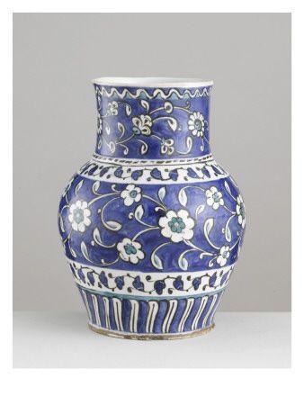 Vase aux branches d'églantines - Musée national de la Renaissance (Ecouen)