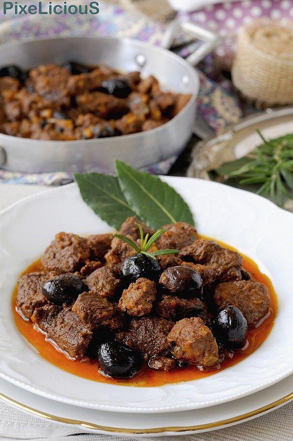 CINGHIALE ALLA CACCIATORA, a delicious dish of Tuscan Cuisine