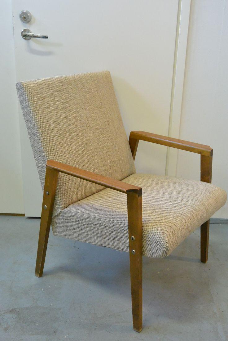60-luvulta tuoli, uusilla pehmusteilla ja kankaalla. MYYTY