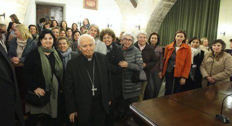 El Cardenal se reúne con mujeres del movimiento Regnum Christi