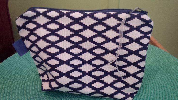 Trousse motif géométrique bleu et blanc : Trousses par miss-cup-of-tea