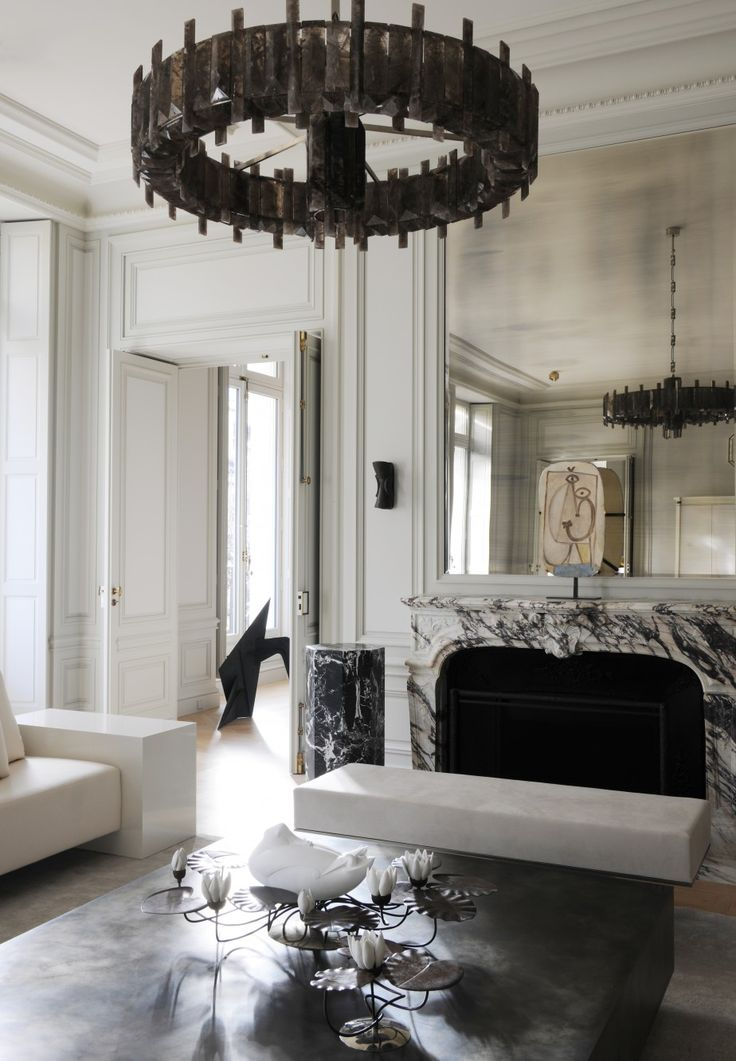 Mediaeval elements mixed with classical. Sitting room. Joseph Dirand Architecture - Montaigne