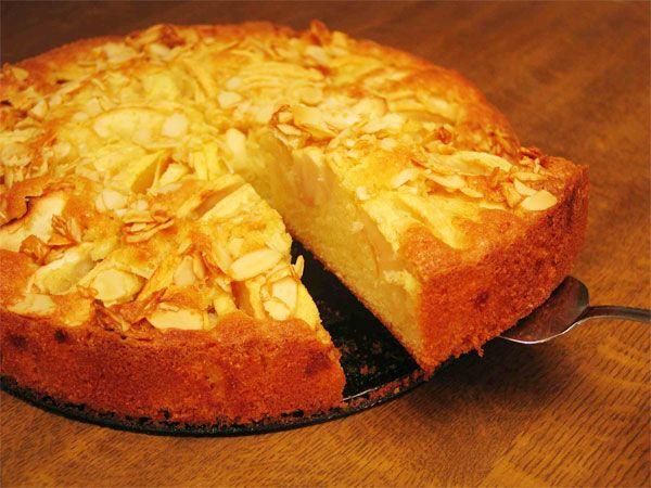 Elmalı Pasta Tarifi 3 elma ,  3 çay bardağı yoğurt ,  1 çay bardağı çiçek yağı ,  3 çay bardağı şeker ,  5 su bardağı un ,  1 paket margarin (eritilecek) ,  2 yumurta (birinin beyazı üzerinde)  Kabartma tozu , tarçın , pudra şekeri Devamı için tıklayınız, http://www.tontisko.com/elmali-pasta-tarifi