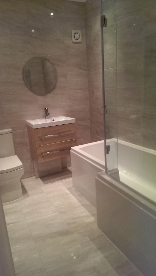 #VPShareYourStyle Paul from Sidcup uses contemporary bathroom furniture to style his room with a oak wall hung basin.
