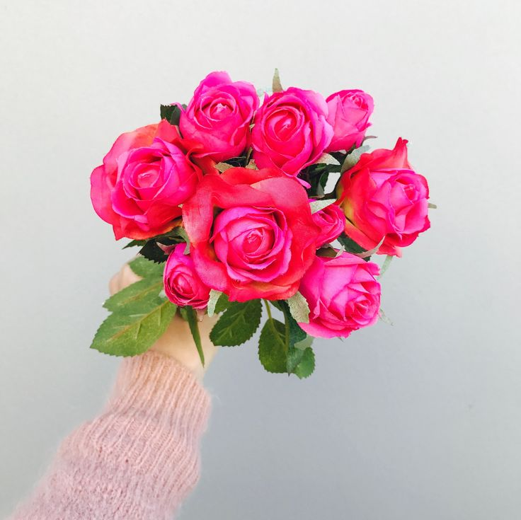A beautiful bouquet of magenta pink premium artificial roses, that includes 9 stems of two different sized roses and foliage. 33cm in length.