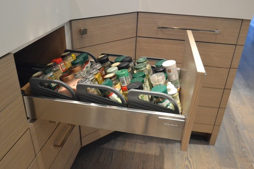 The spice organizers have useful handles so they can be removed from the drawer for easier access.