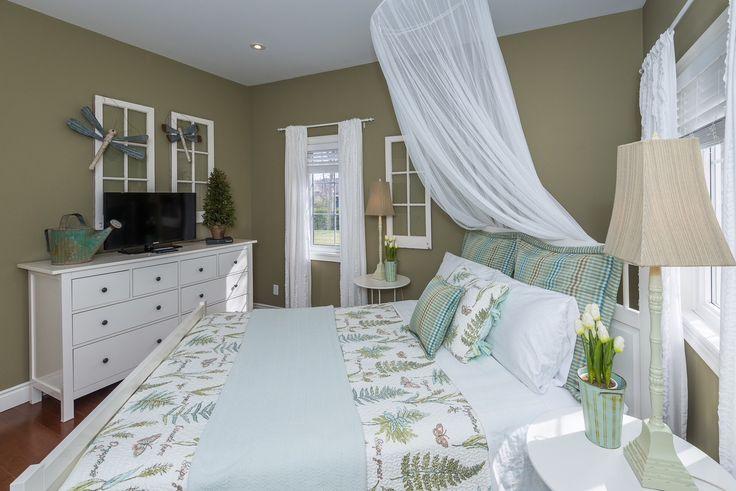 #bedroom #bedroomdesign #greenbedroom #gardenbedroom #flowerbedroom #naturalbedroom #natural #earthtones #design #designer #yorkregion #symphonyofcolour
