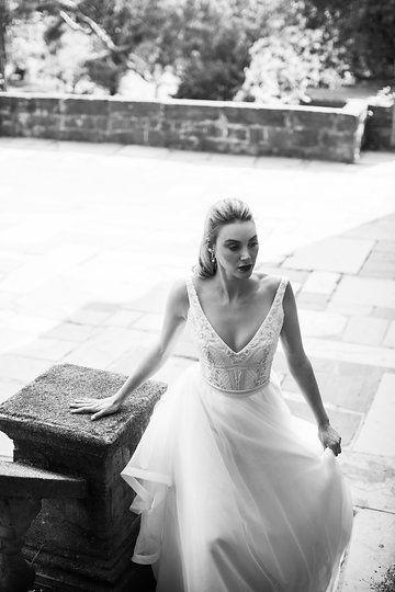 Karen Willis Holmes 'Sophie' gown. Follow @kwhbridal