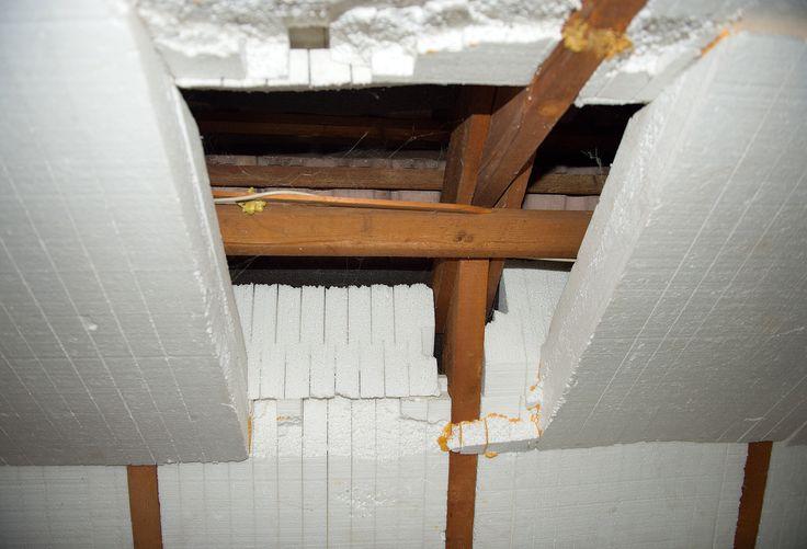 So was sehen VPB-Berater öfter: Dachdämmung Marke Eigenbau. So taugt die Dämmung aber nichts! Sie muss saniert werden. Ob Sie das gleich mit einem Dachausbau verbinden oder nur die Nachrüstpflichten erfüllen, das besprechen Sie am besten mit Ihrem Sachverständigen bei der Ortsbesichtigung.