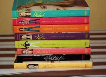 Preety little liars book set...yes pleaseee <3 i wanna read them soo badelyy