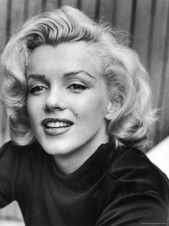 Actress Marilyn Monroe at Home Lámina fotográfica de primera calidad por Alfred Eisenstaedt en AllPosters.es