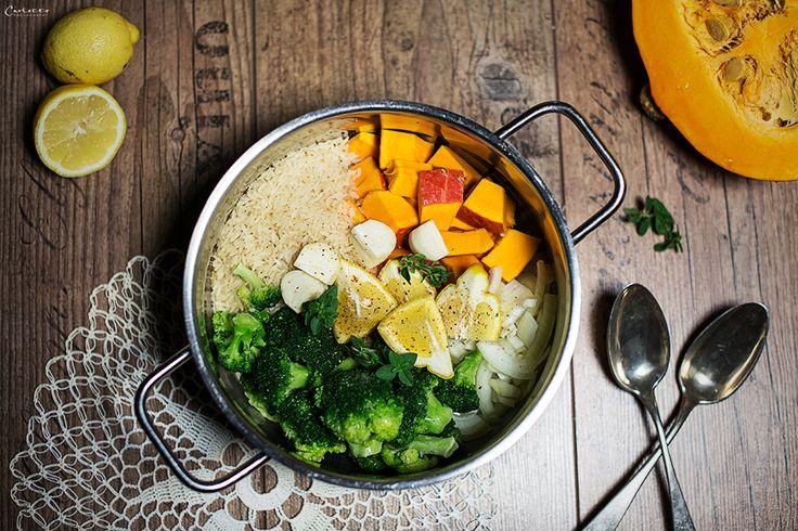 Einfaches Rezept für One Pot Kürbis Curry. Gesundes Herbstrezept mit Kürbis, Brokkoli und Reis. Schmeckt der ganzen Familie.