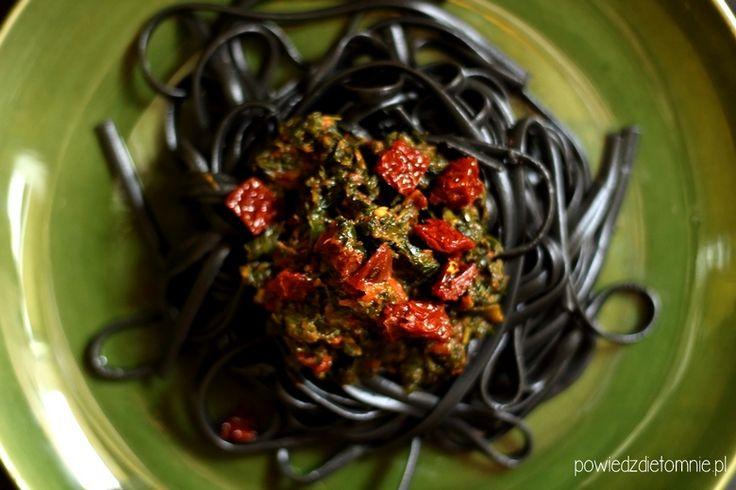 makaron ze szpinakiem i pomidorami